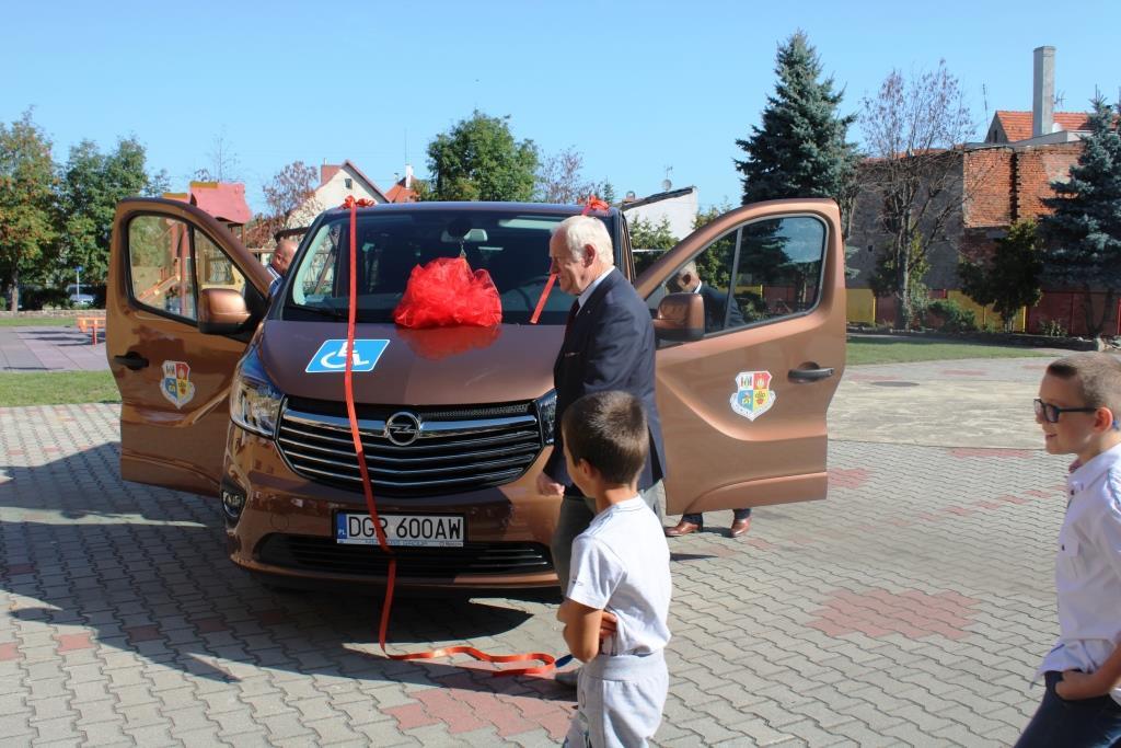 Rozpoczęcie roku szkolnego - Nowy bus_33