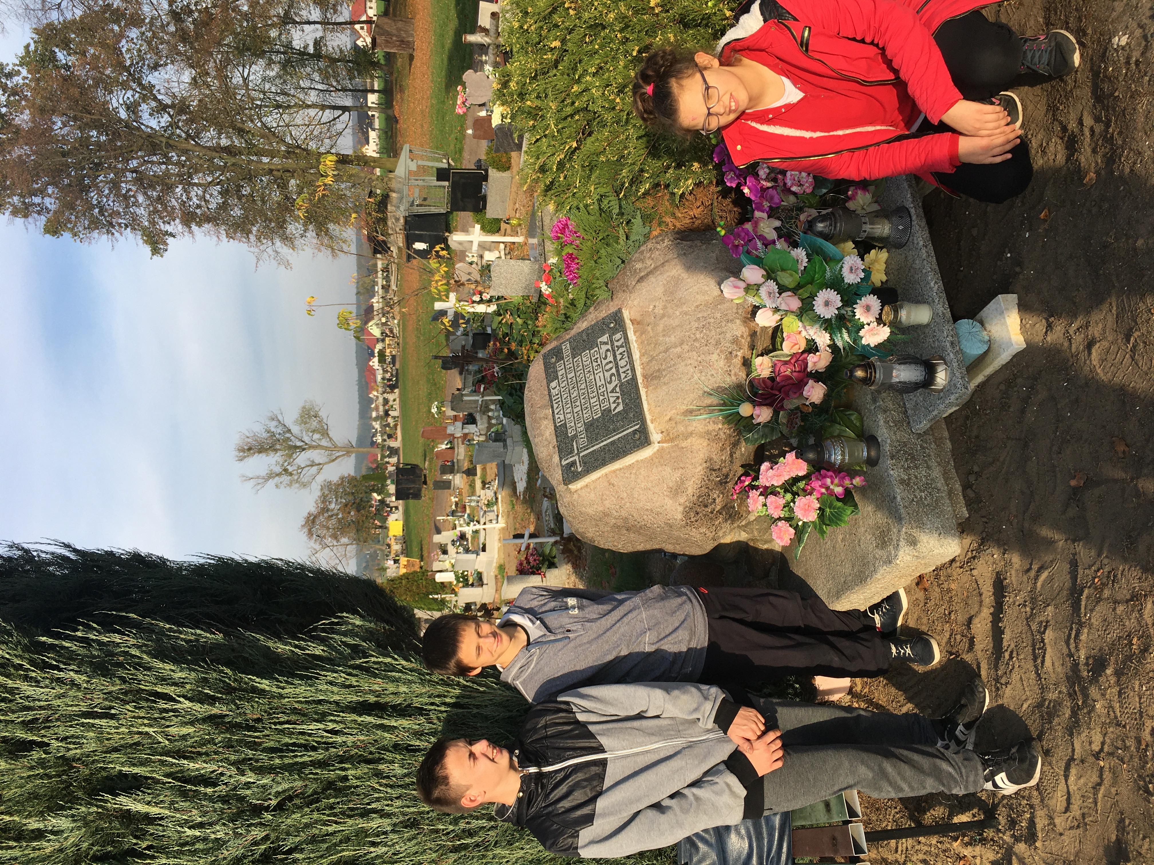 Wyjscie na cmentarz1_1